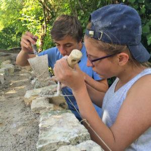 decouverte-metiers-construction-mur-patrimoine-ancien
