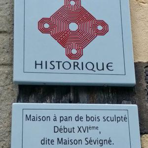 plaque-monument-historique-maison-sevigne