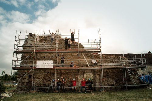 Theater & restoration at the Château des Deux Tours
